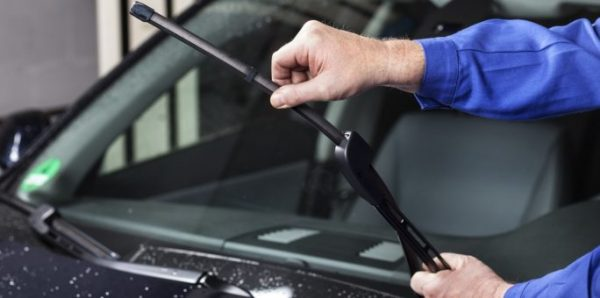 How to Change your Windscreen Wiper Blades